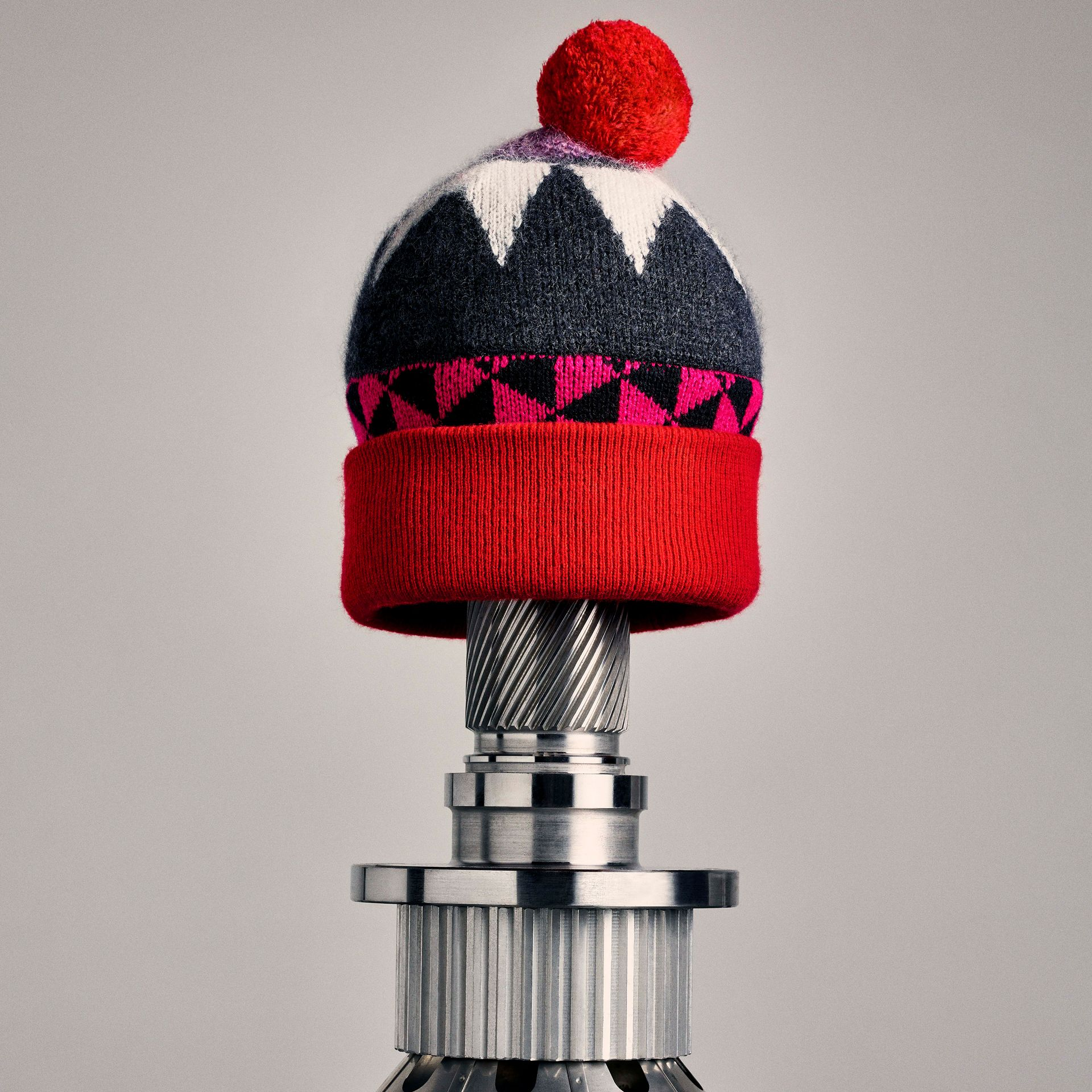 Geometric Wool Cashmere Blend Beanie in Charcoal/red | Burberry - gallery image 3