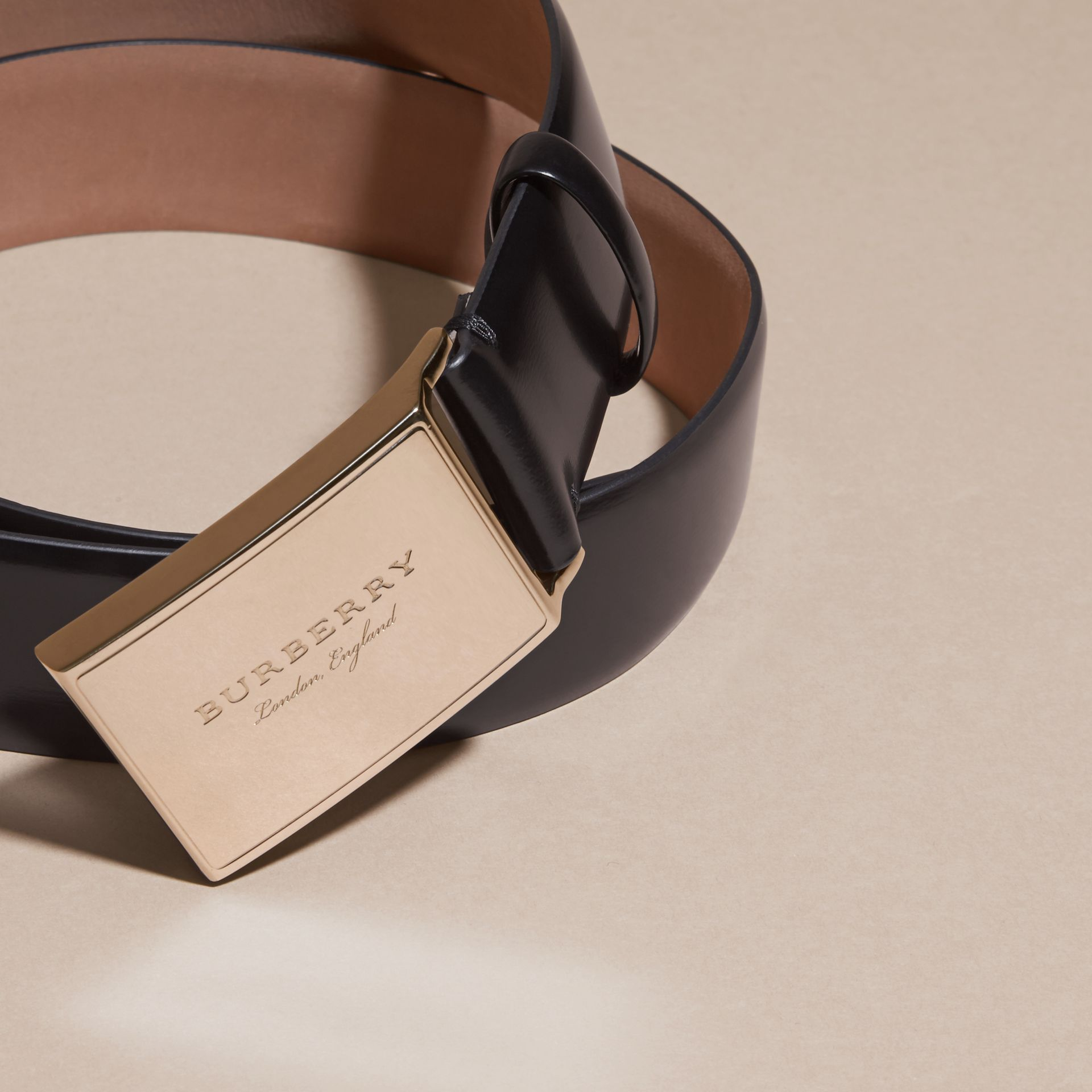 Polished Plaque Buckle Bridle Leather Belt in Black - Men | Burberry United Kingdom - gallery image 2