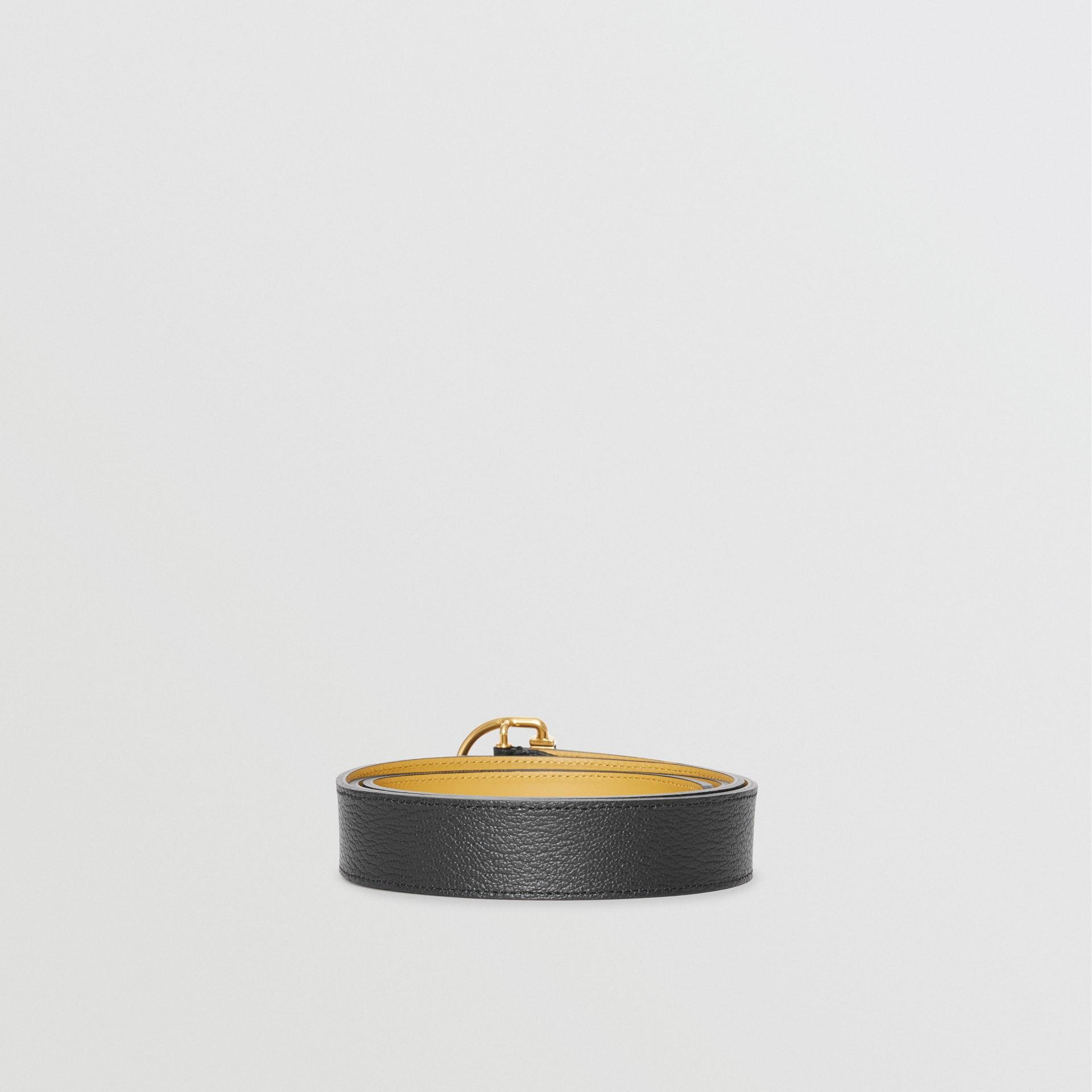 Cintura in pelle a grana con anello a D (Nero/fiordaliso) - Donna | Burberry - immagine della galleria 4
