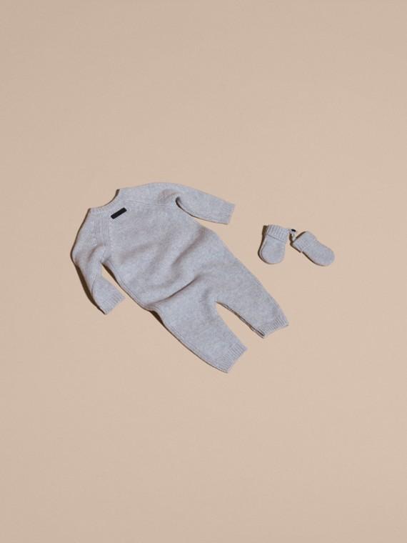 Camaïeu de gris clairs Set cadeau deux pièces en cachemire à cœur en intarsia - cell image 2