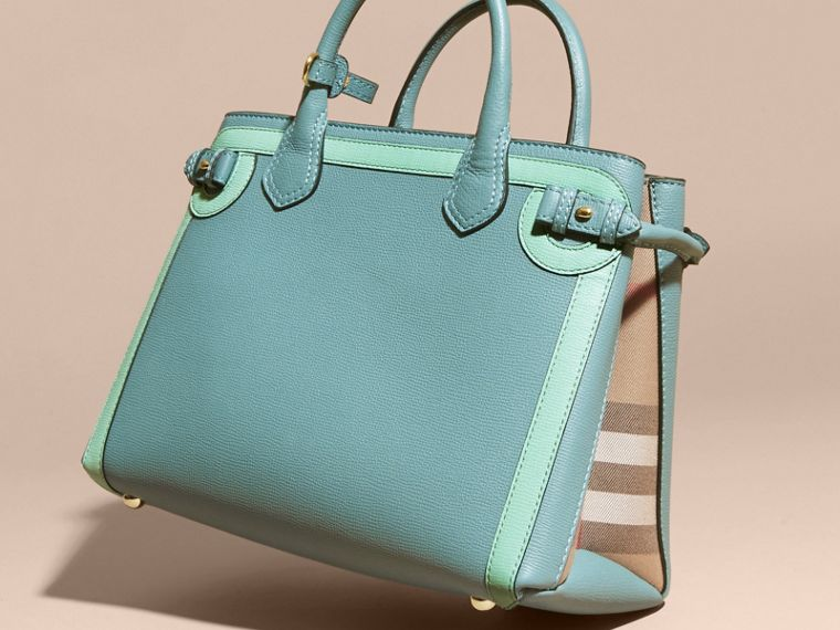 The Medium Banner in Leather with Tonal Appliqué in Celadon Blue - Women | Burberry - cell image 4
