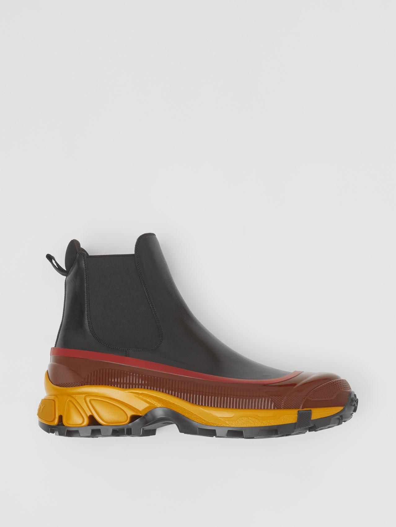 Contrast Sole Leather Chelsea Boots in Black