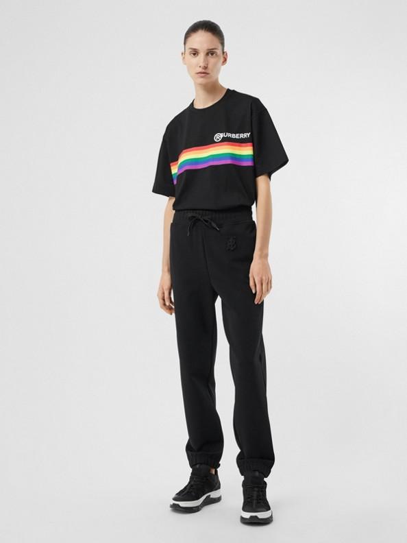 Extragroßes Baumwoll-T-Shirt mit Streifendetail in Regenbogenoptik (Schwarz)