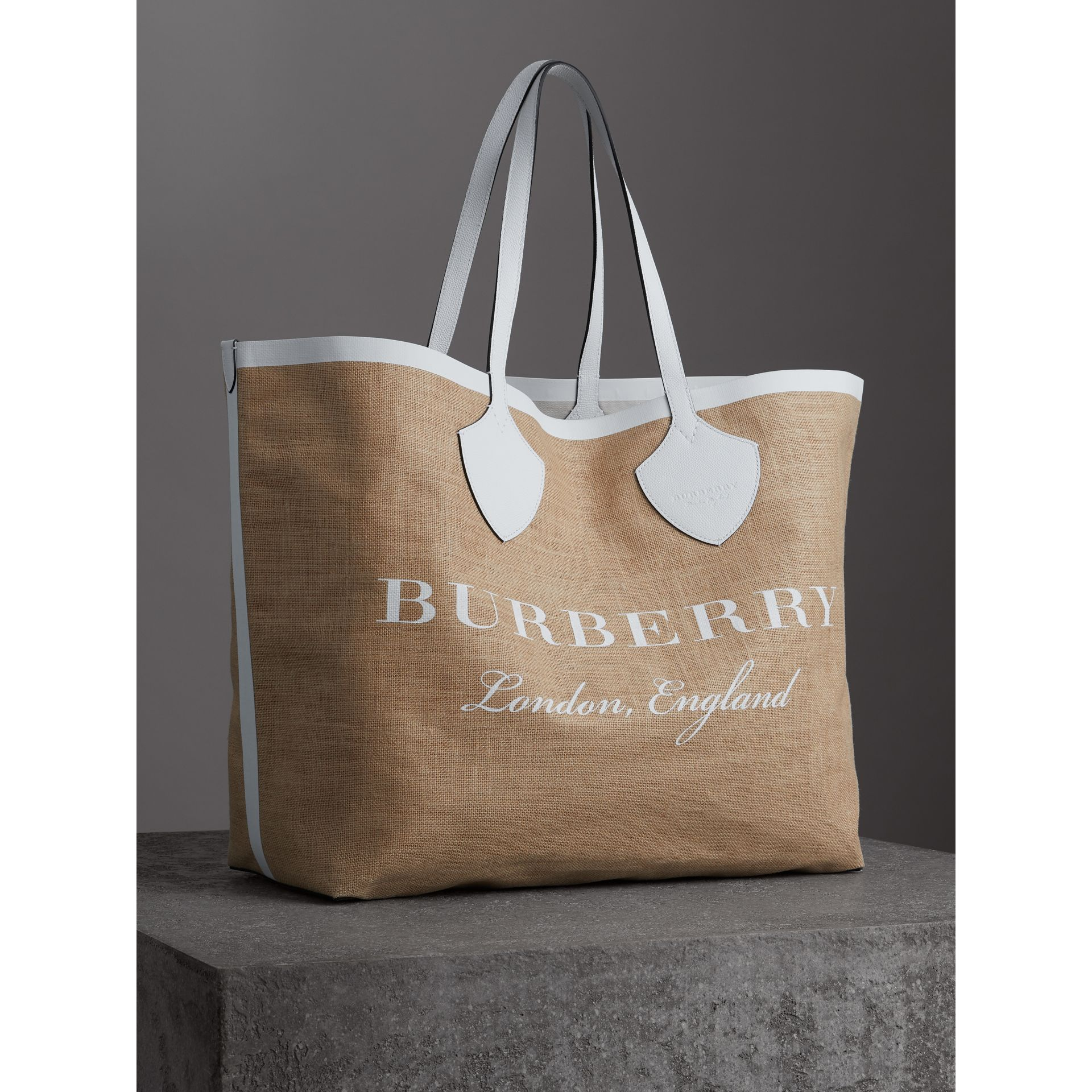 The Giant Tote in Logo Print Jute in Chalk White - Women | Burberry - gallery image 6