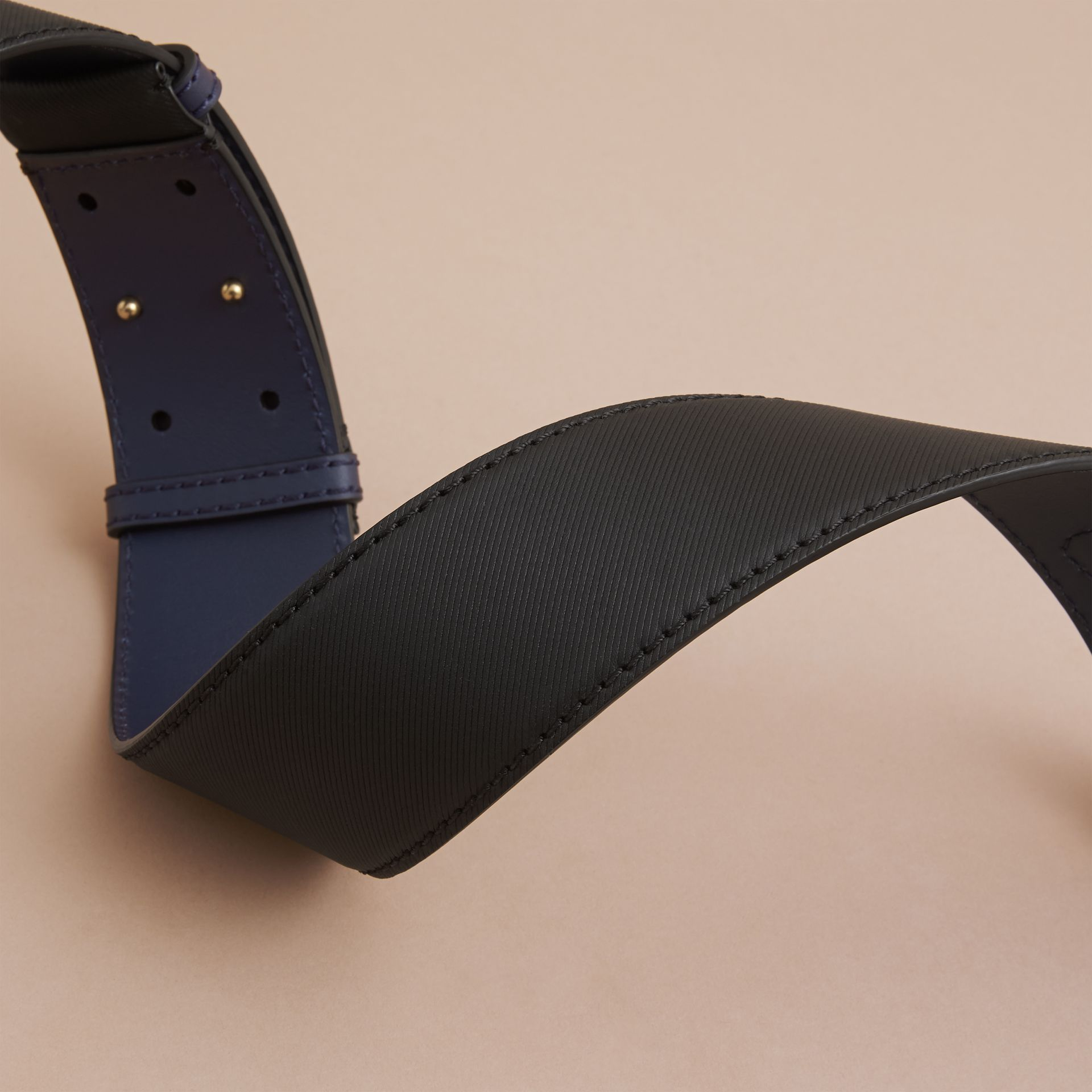 Two-tone Trench Leather Belt in Black / Ink Blue - Women | Burberry - gallery image 3