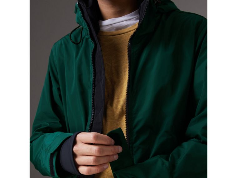 Packaway Hood Shape-memory Taffeta Jacket in Racing Green - Men | Burberry Australia - cell image 4