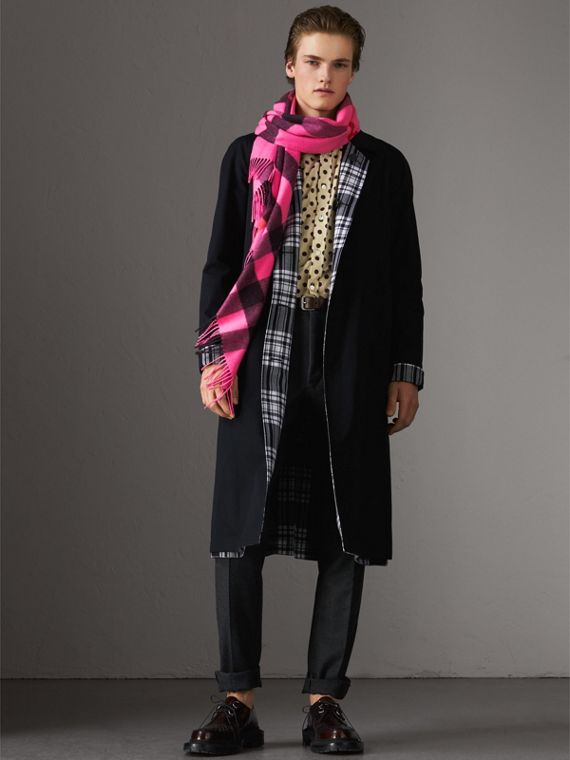 The Burberry Bandana in Check Cashmere in Bright Rose Pink | Burberry - cell image 3