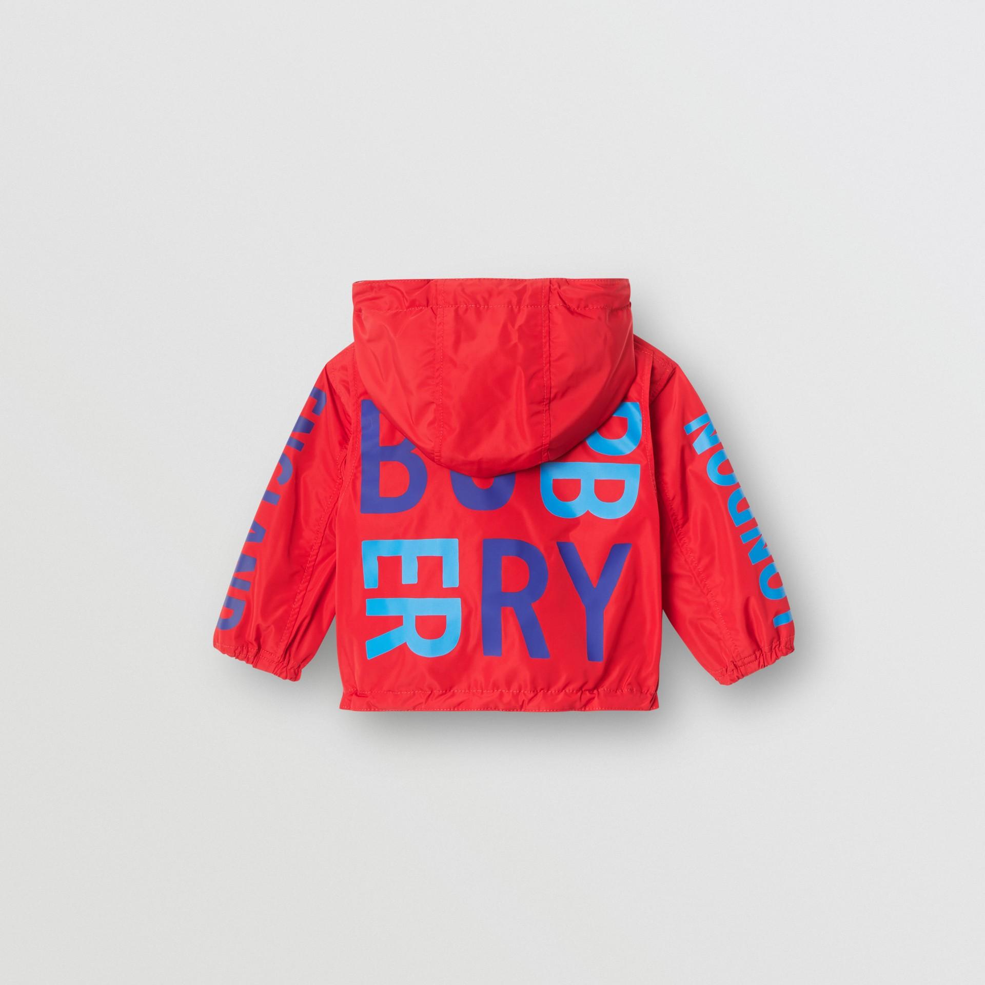 Chaqueta reversible con capucha y logotipo estampado (Rojo Intenso) - Niños | Burberry - imagen de la galería 4