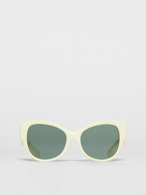 Butterfly Frame Sunglasses in Pistachio