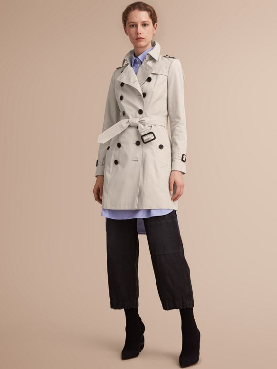 The Chelsea – Mid-length Heritage Trench Coat in Stone - Women | Burberry