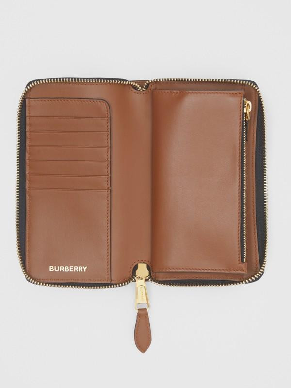 모노그램 프린트 E-캔버스 휴대폰 지갑 (브라이들 브라운) - 남성 | Burberry - cell image 2