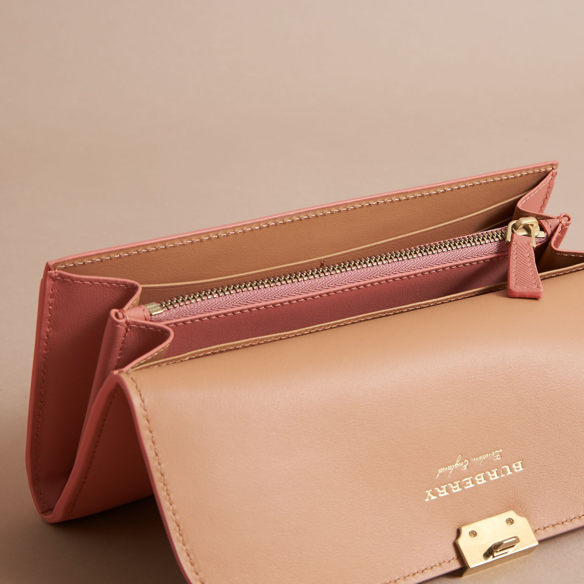Two-tone Trench Leather Continental Wallet Ash Rose/pale Clementine - gallery image 4