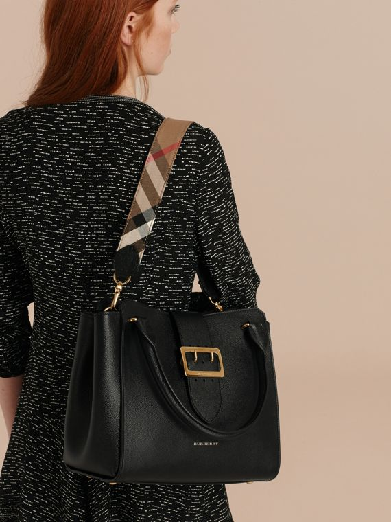 The Medium Buckle Tote in Grainy Leather Black - cell image 3