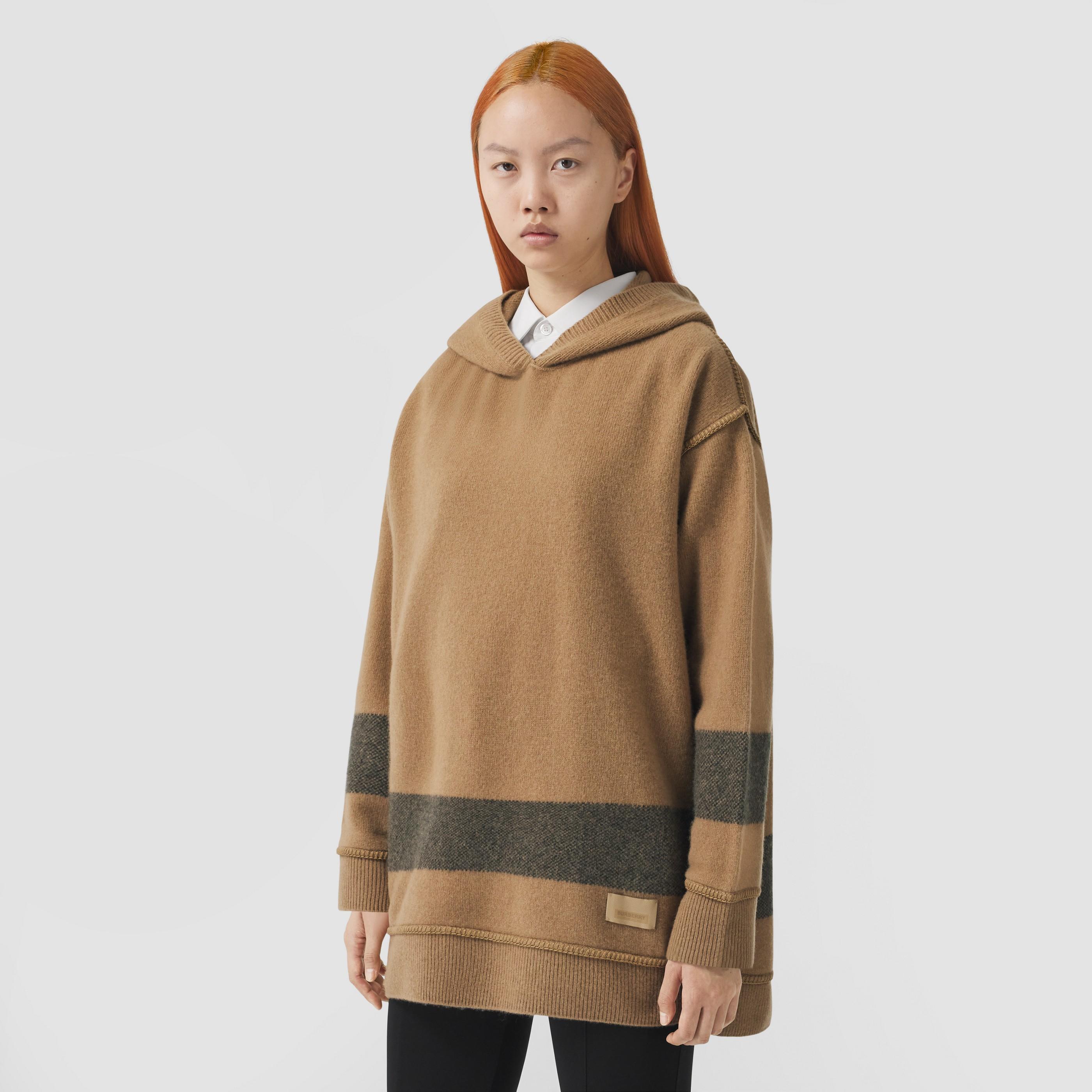 Felpa oversize in lana e cashmere con cappuccio e riga decorativa (Cammello) - Donna | Burberry - 6