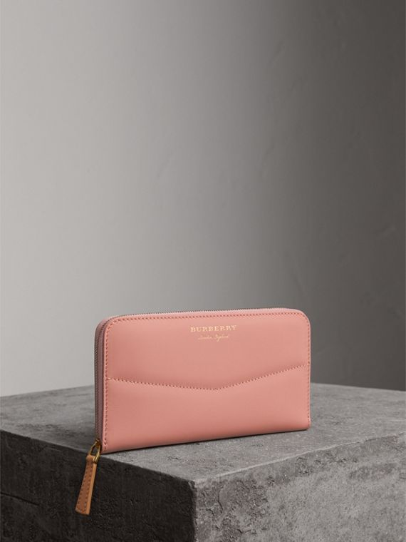 Two-tone Trench Leather Ziparound Wallet in Ash Rose/pale Clementine