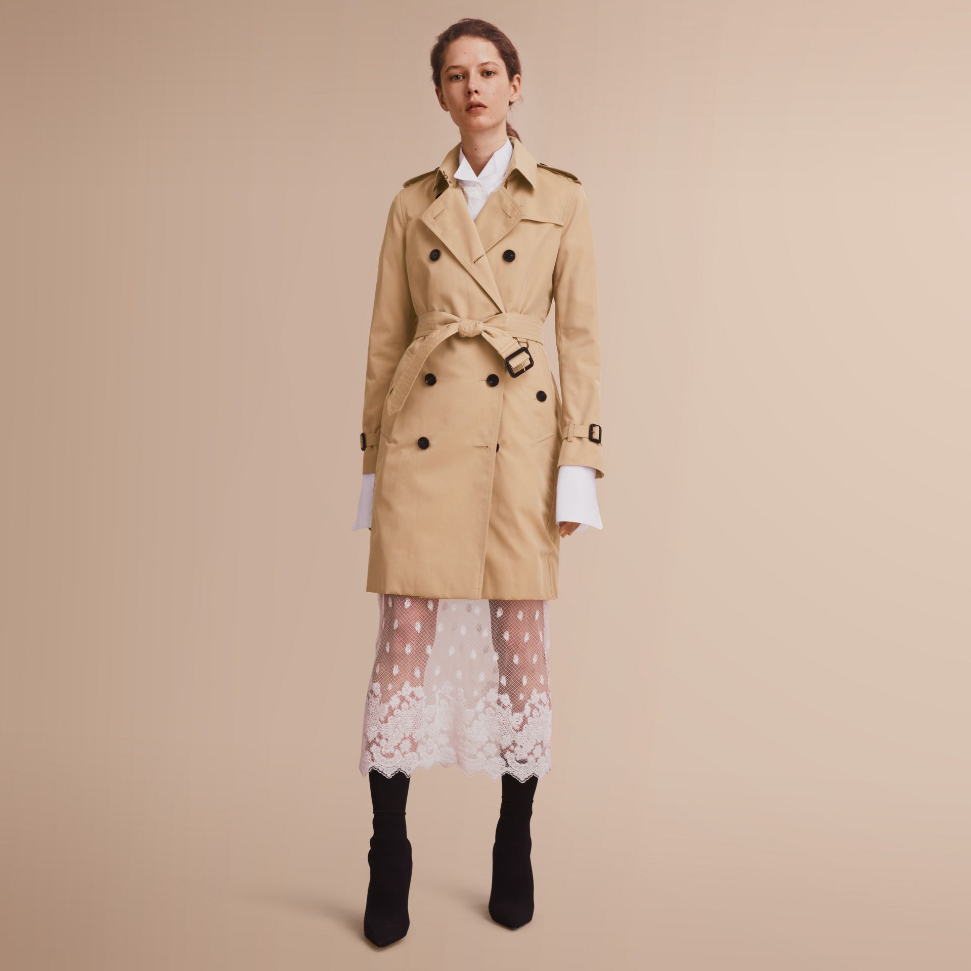 The Kensington – Long Heritage Trench Coat in Honey - Women | Burberry - gallery image 1