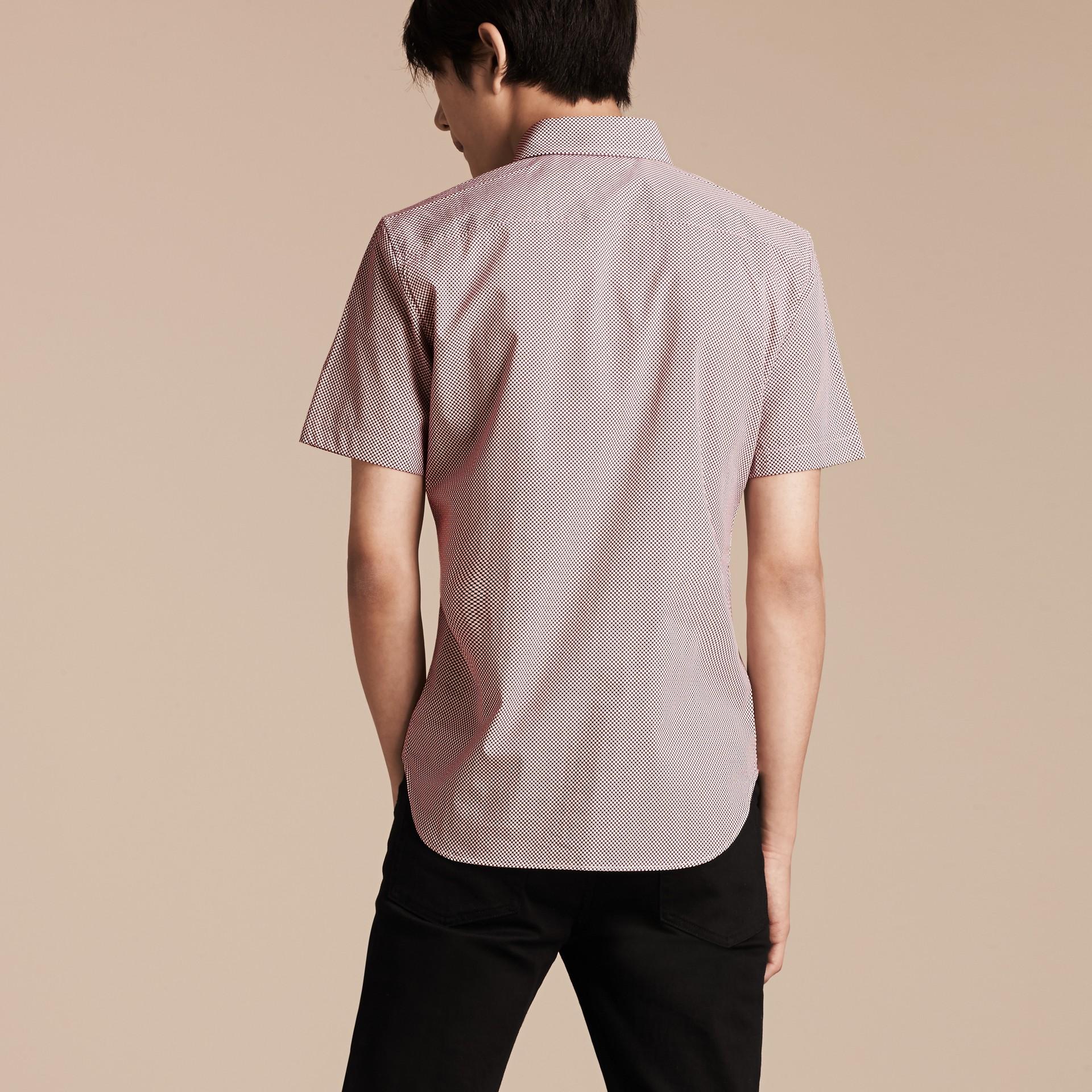 Carmine red Camisa de algodão com mangas curtas e estampa de poás - galeria de imagens 3