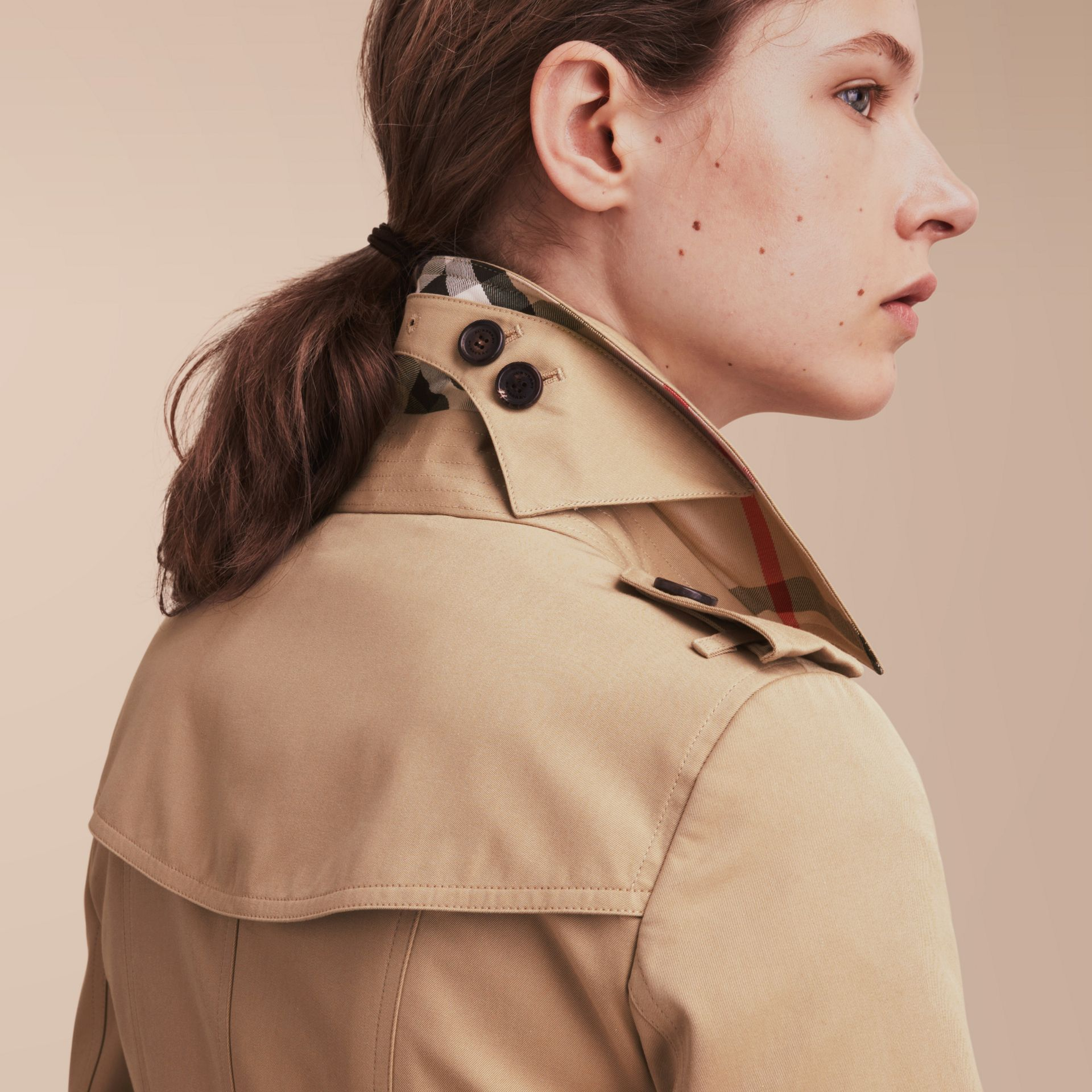 The Chelsea – Mid-length Heritage Trench Coat in Honey - Women | Burberry - gallery image 5