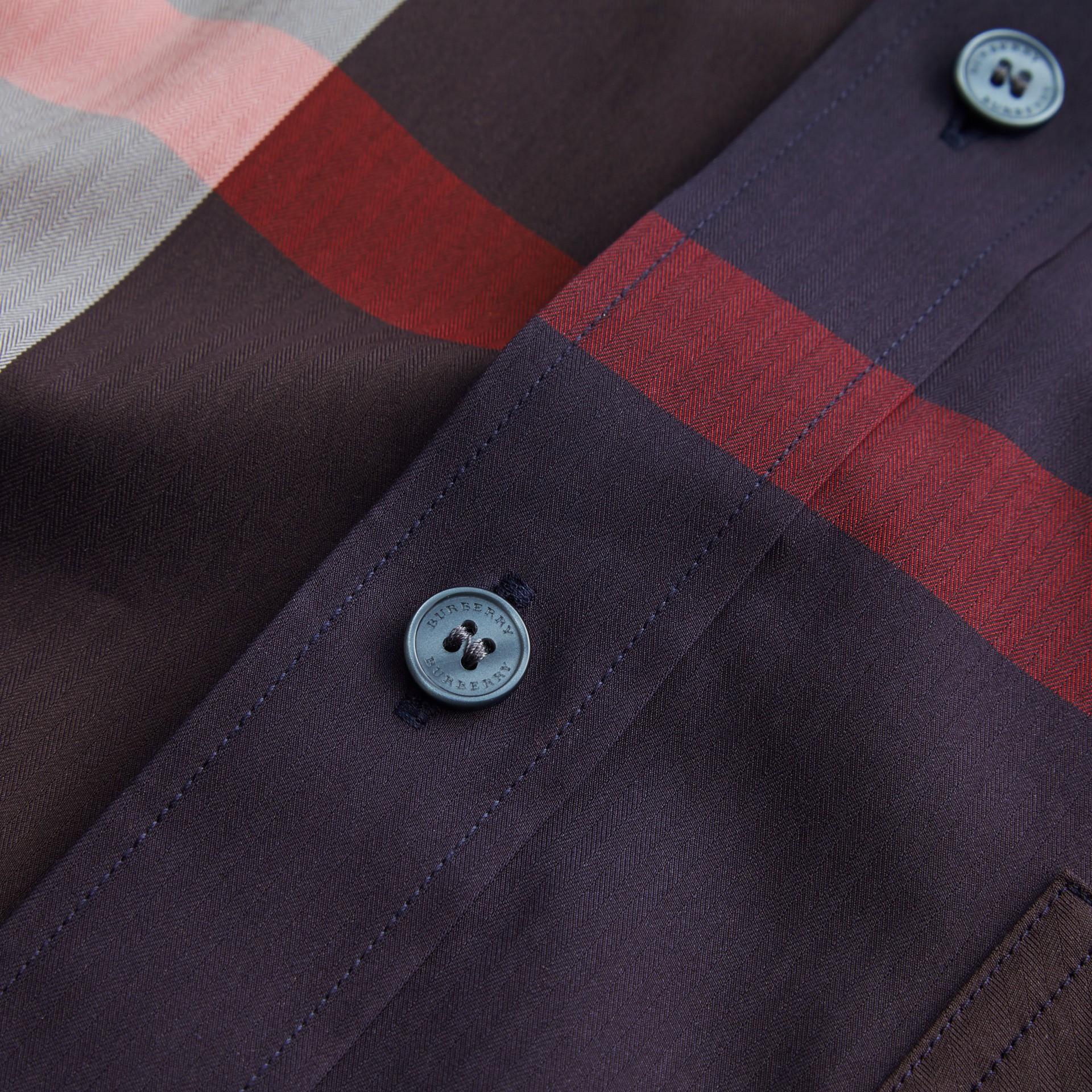 Hemd aus einer Stretchbaumwollmischung im Karodesign mit Button-down-Kragen (Marineblau) - Herren | Burberry - Galerie-Bild 2