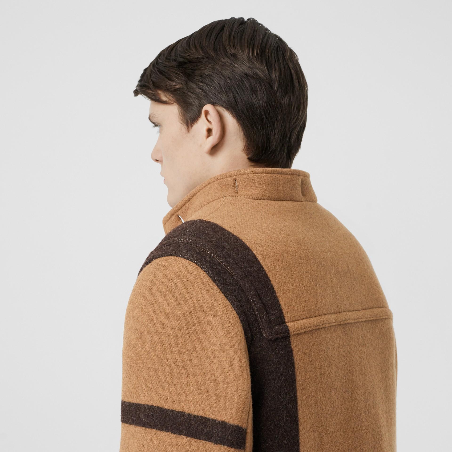 패널 울 더플 코트 (웜 카멜) - 남성 | Burberry - 갤러리 이미지 4