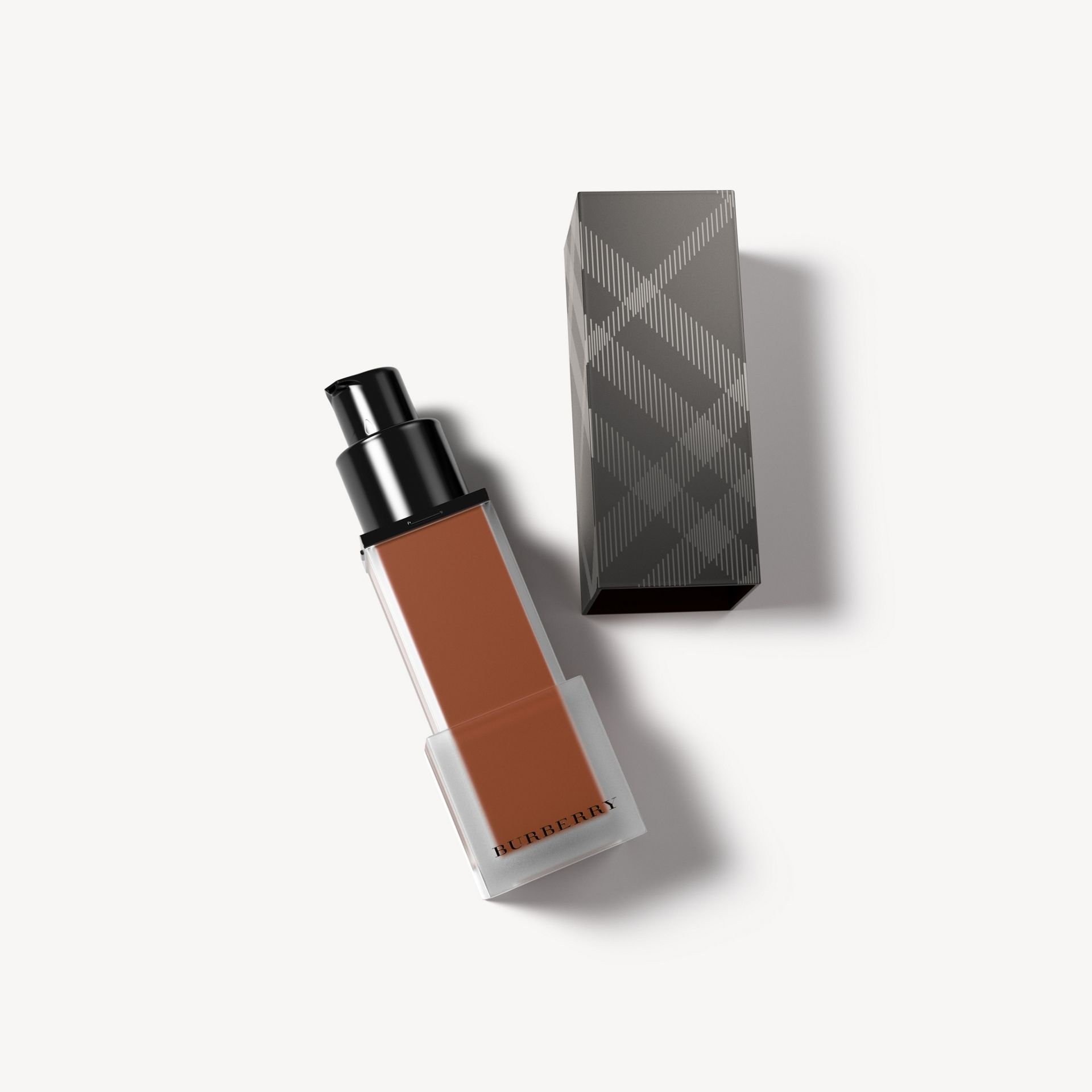 Deep brown 66 Base Burberry Cashmere SPF 15 – Deep Brown No.66  - galeria de imagens 1