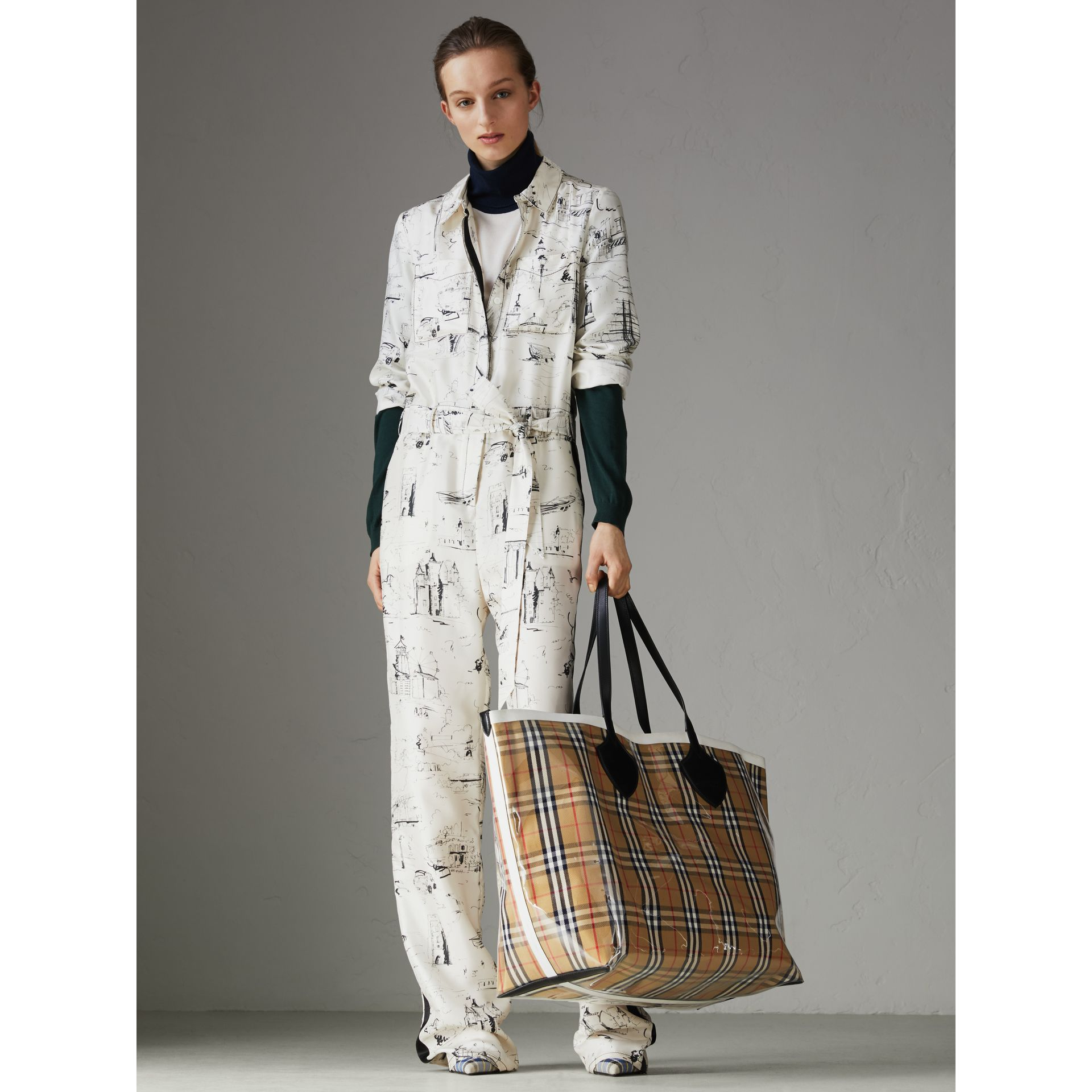 The Giant Tote in Plastic and Vintage Check in Antique Yellow/white - Women | Burberry - gallery image 2