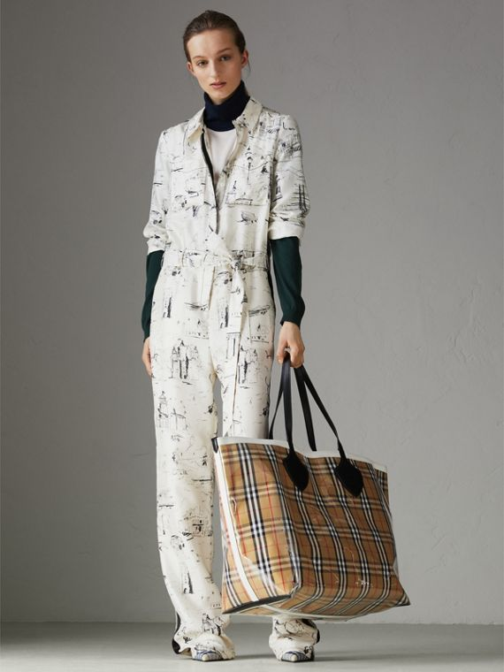 The Giant Tote in Plastic and Vintage Check in Antique Yellow/white - Women | Burberry - cell image 2