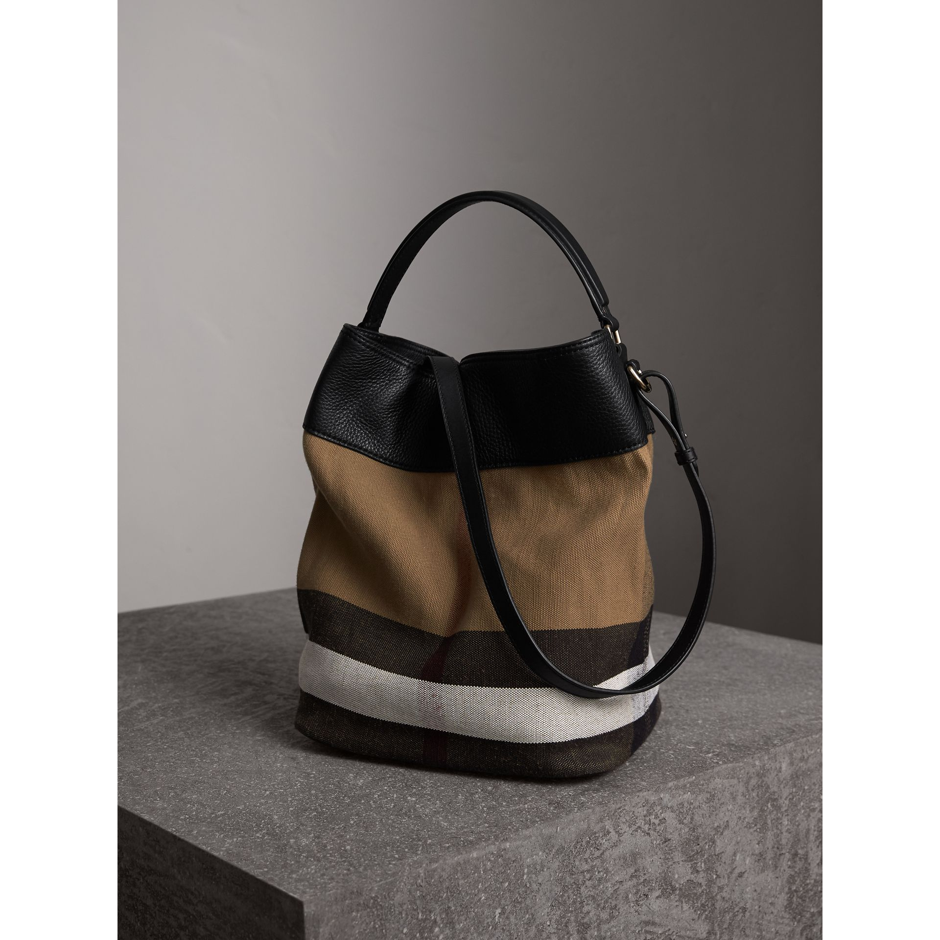 Sac The Ashby medium en toile Canvas check et cuir (Noir/noir) - Femme | Burberry - photo de la galerie 5