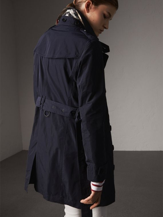 Trench coat in taffetà con cappuccio amovibile (Navy) - Donna | Burberry - cell image 2