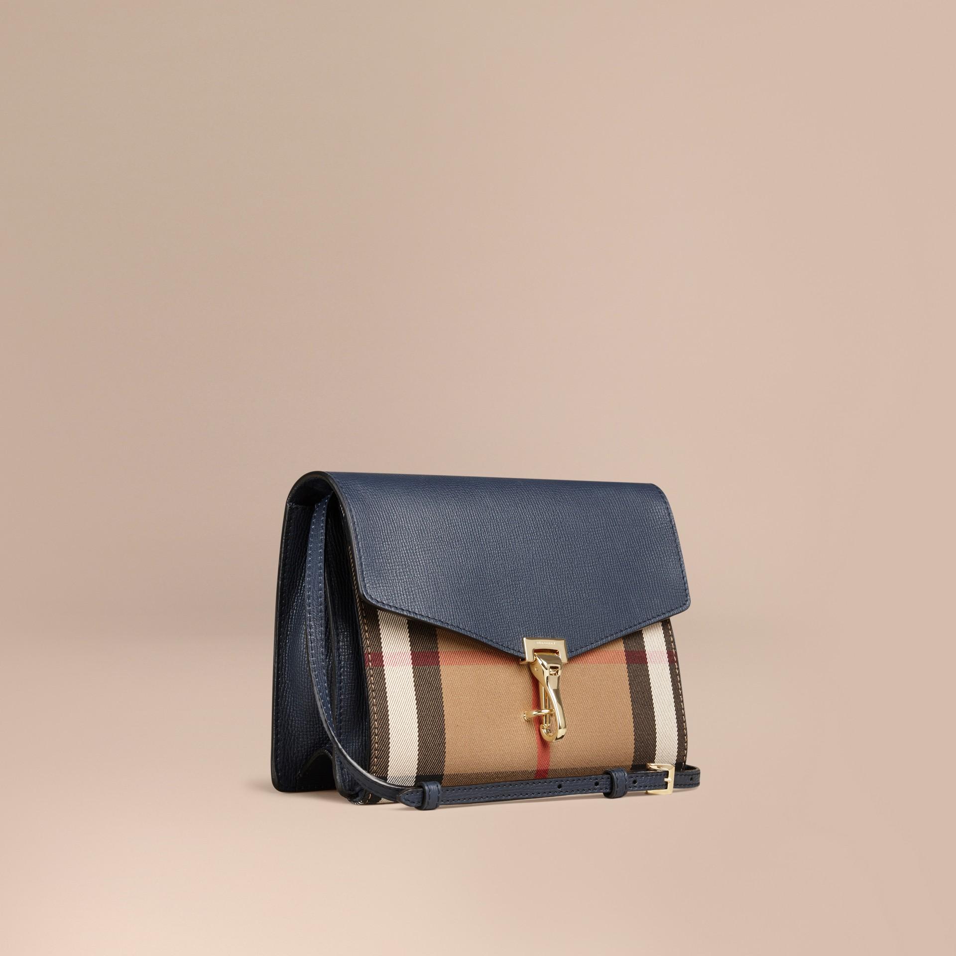 Tintenblau Kleine Crossbody-Tasche aus Leder und House Check-Gewebe Tintenblau - Galerie-Bild 1