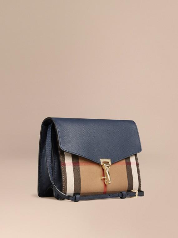 Bolsa transversal pequena de couro com estampa House Check Azul Nanquim