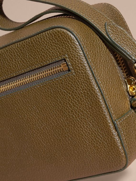 Olive green Grainy Leather Washbag Olive Green - cell image 2