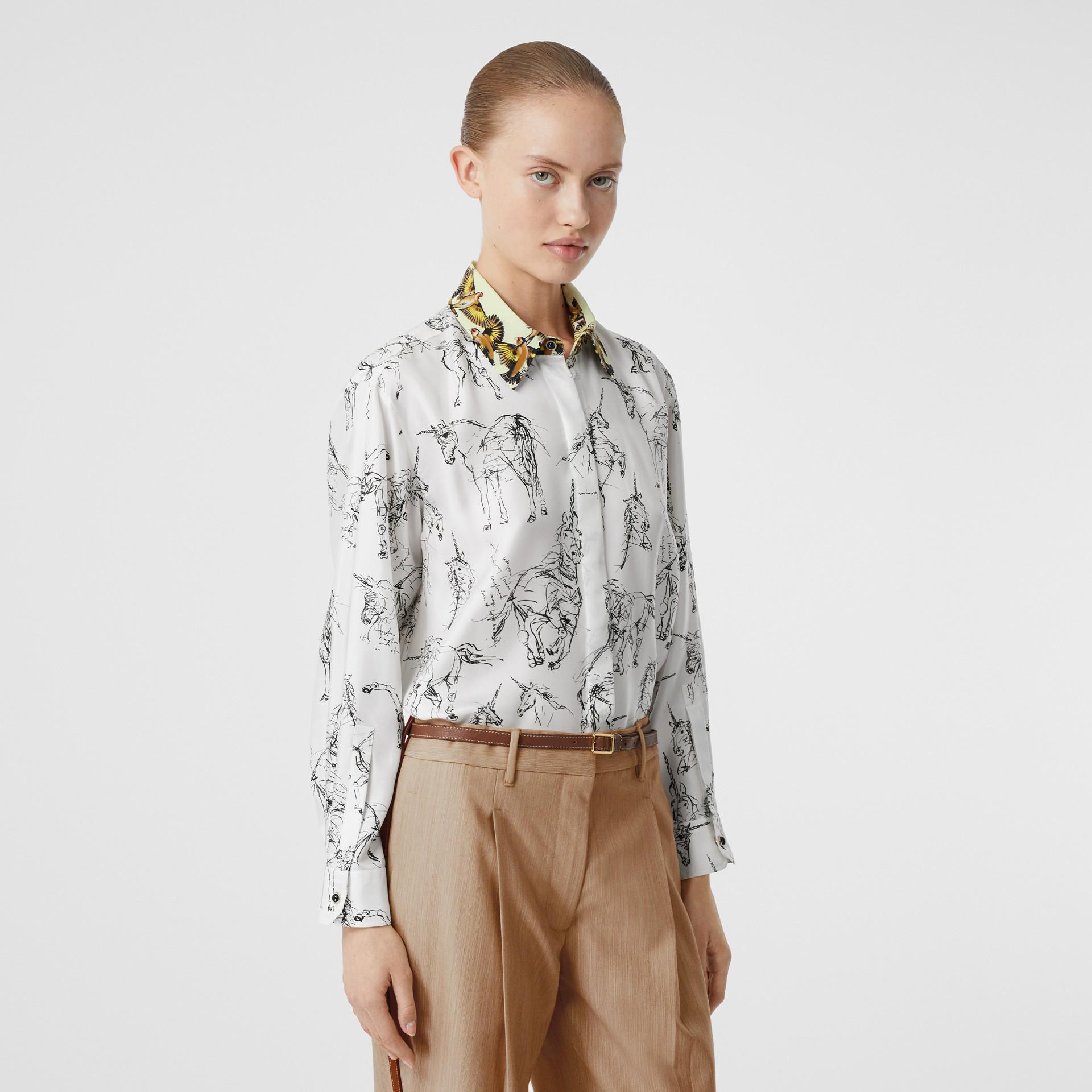Camisa en sarga de seda con estampado de gorilas y unicornios (Blanco / Negro) - Mujer | Burberry - imagen de la galería 5