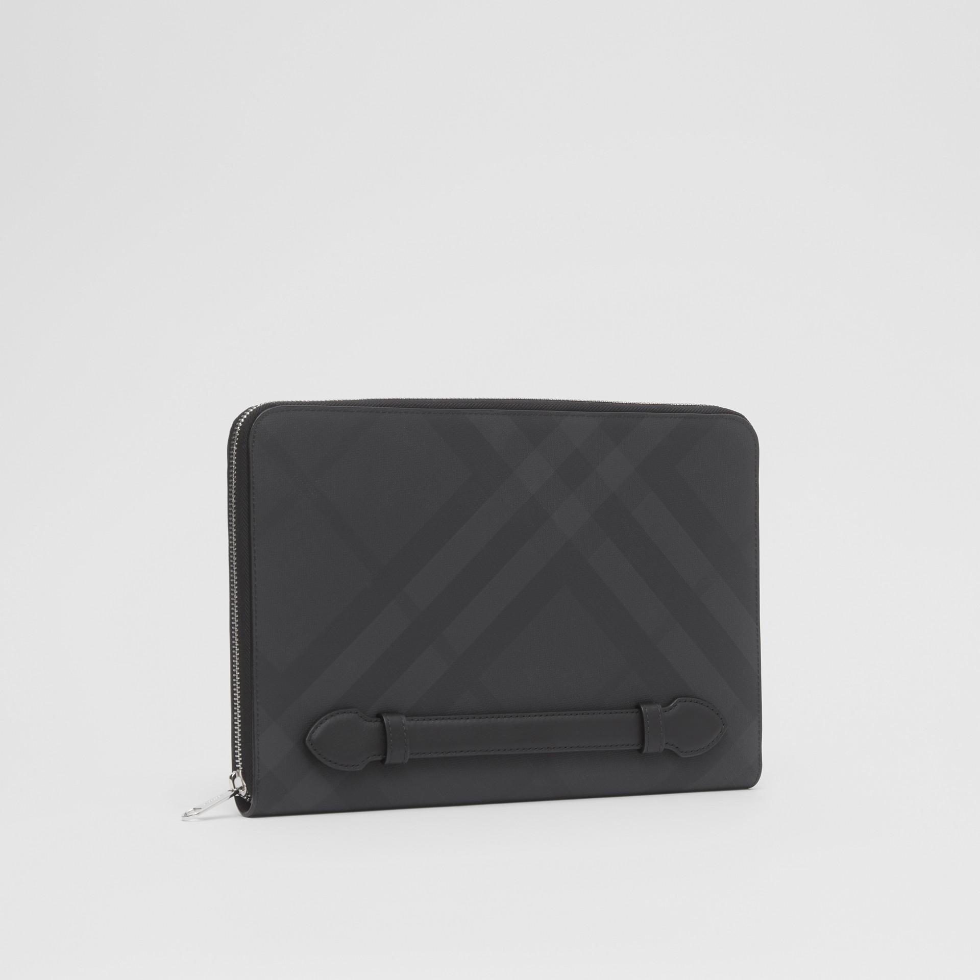Pochette zippée en tissu London check et cuir (Anthracite Sombre) - Homme | Burberry - photo de la galerie 5