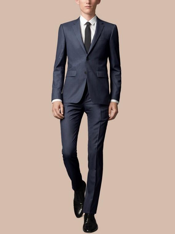Körperbetonter Anzug aus Wolle und Seide Stahlblau