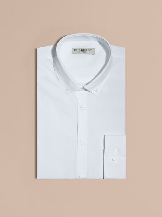 Camicia moderna in popeline di cotone con colletto button-down (Bianco)