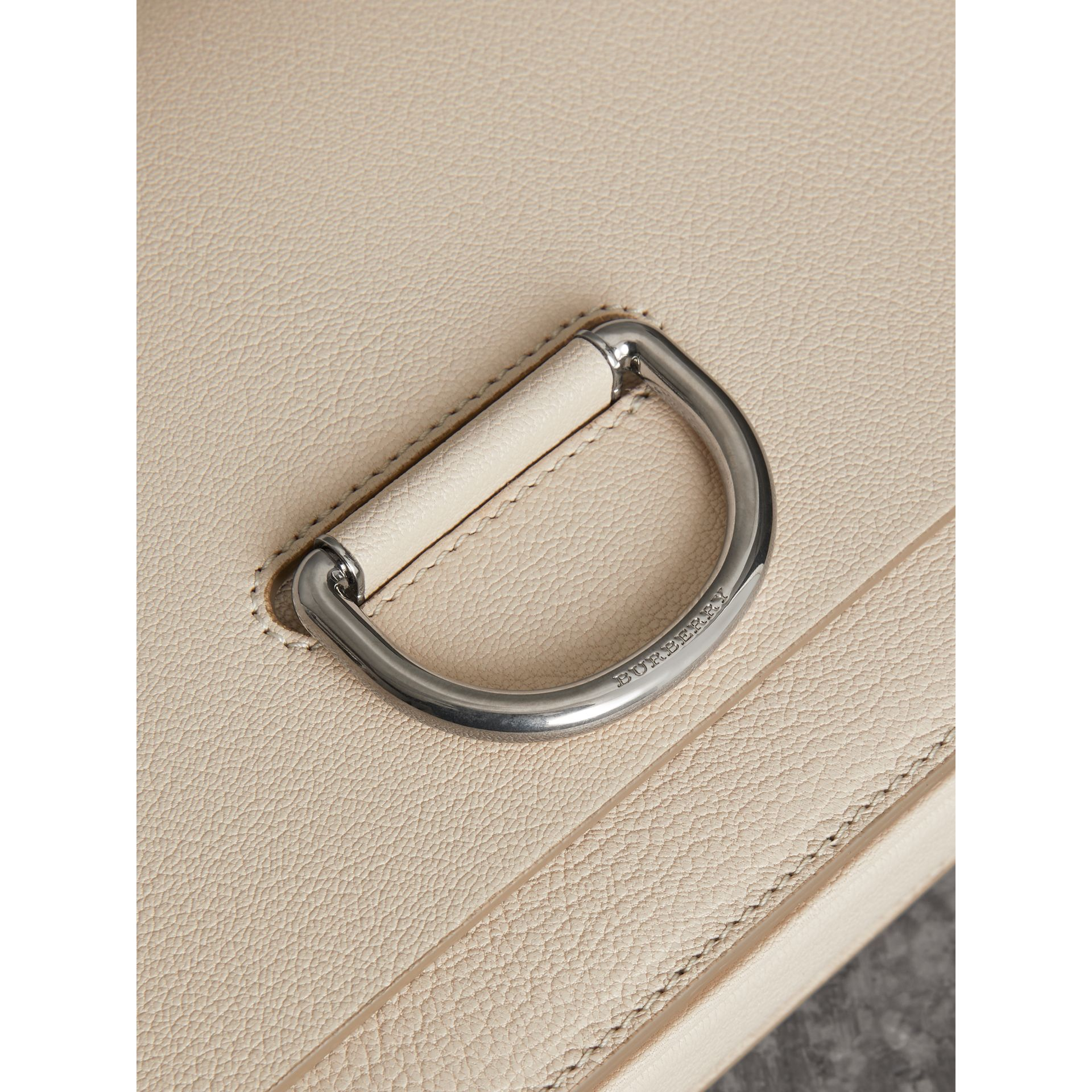 The Medium D-Ring Bag aus Leder (Steinfarben) - Damen | Burberry - Galerie-Bild 1