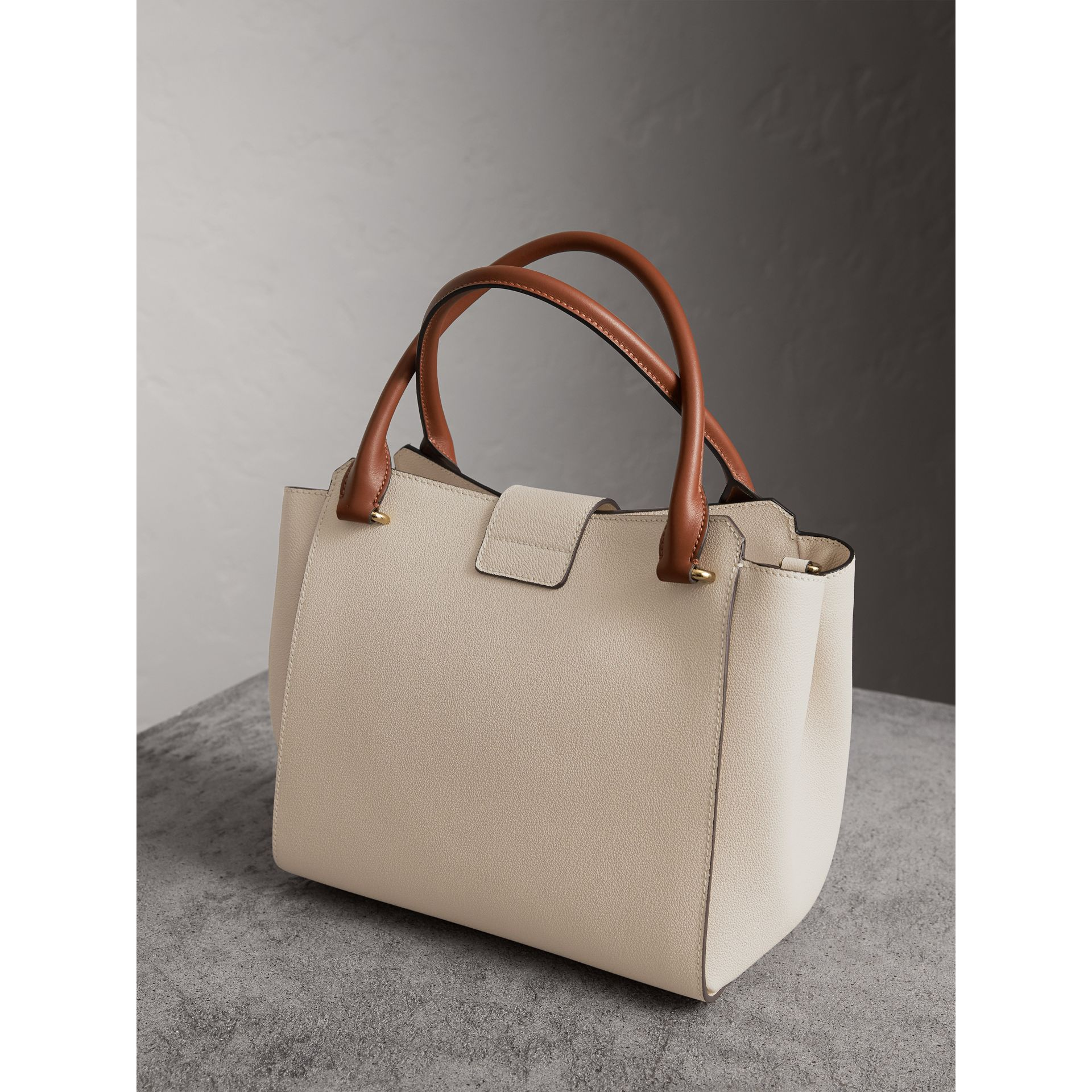 The Medium Buckle Tote in Two-tone Grainy Leather in Limestone - Women | Burberry Canada - gallery image 5