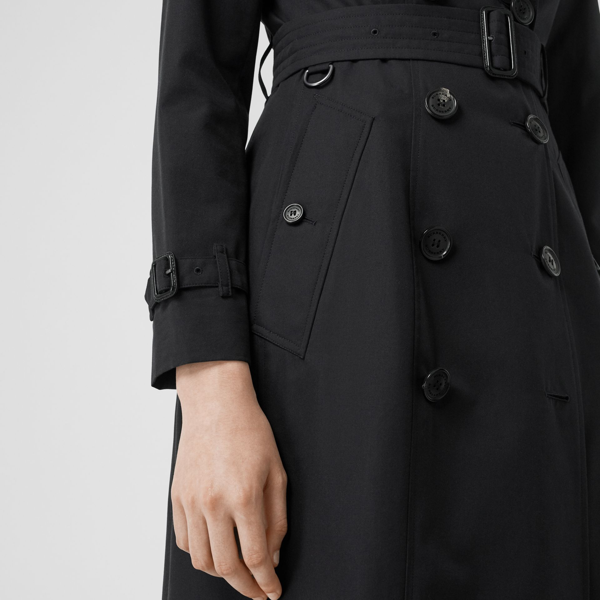 The Long Chelsea Heritage Trench Coat in Midnight - Women | Burberry Singapore - gallery image 5