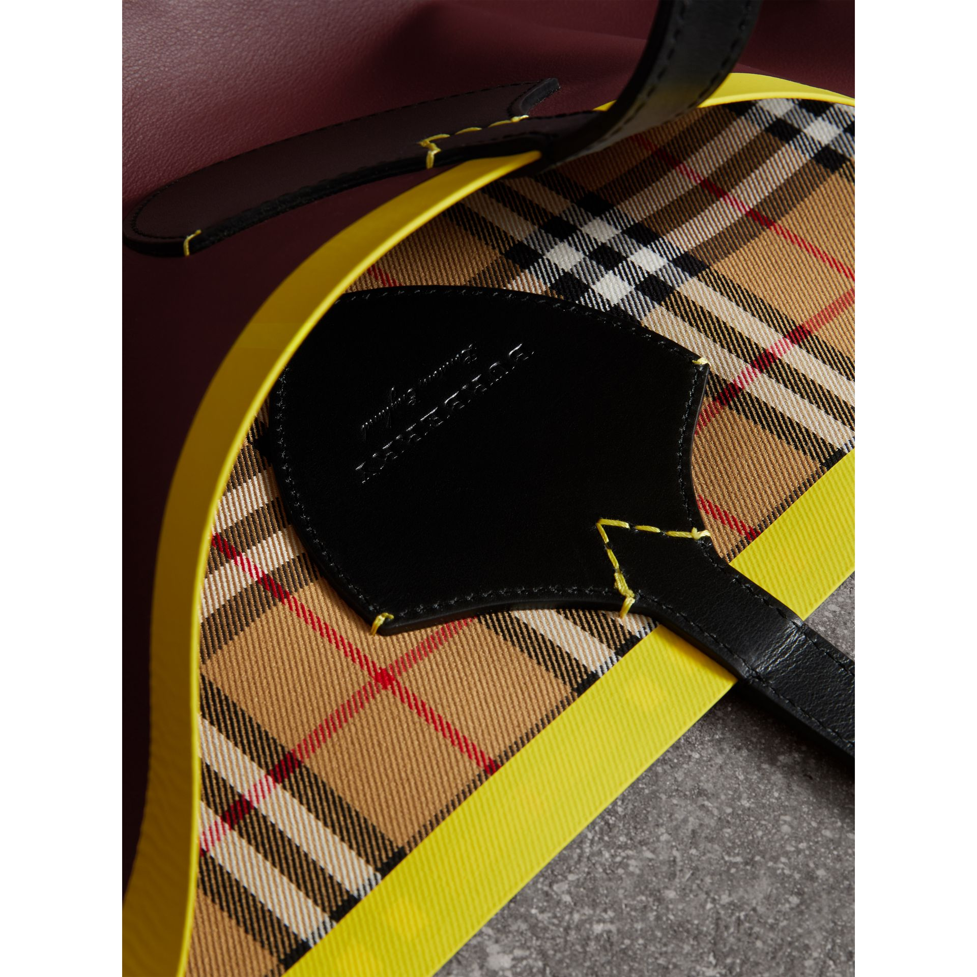 The Giant Reversible Tote in Vintage Check and Leather in Mahogany Red/antique Yellow | Burberry Canada - gallery image 1