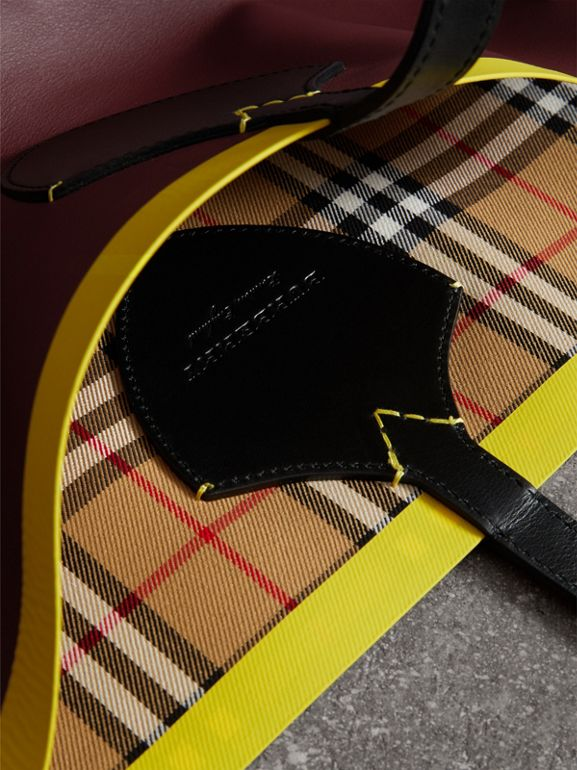 The Giant Reversible Tote in Vintage Check and Leather in Mahogany Red/antique Yellow | Burberry - cell image 1