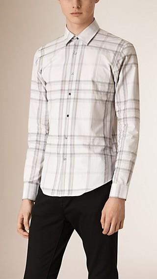 Camisa de algodão com estampa xadrez em tom contrastante