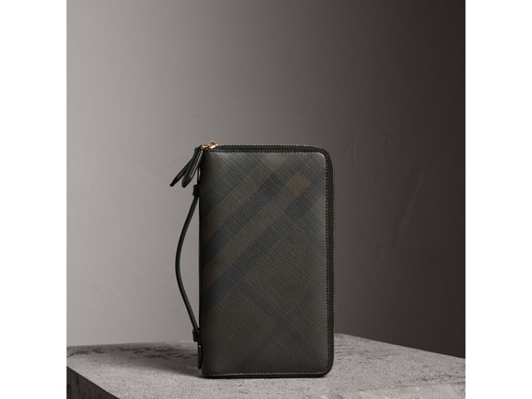 London Check Travel Wallet in Chocolate/black - Men | Burberry Hong Kong - cell image 4