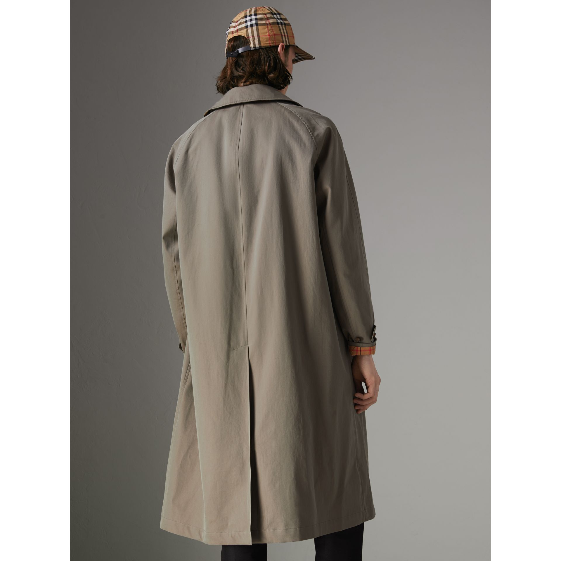 The Brighton Car Coat in Chalk Green - Men | Burberry Hong Kong - gallery image 2