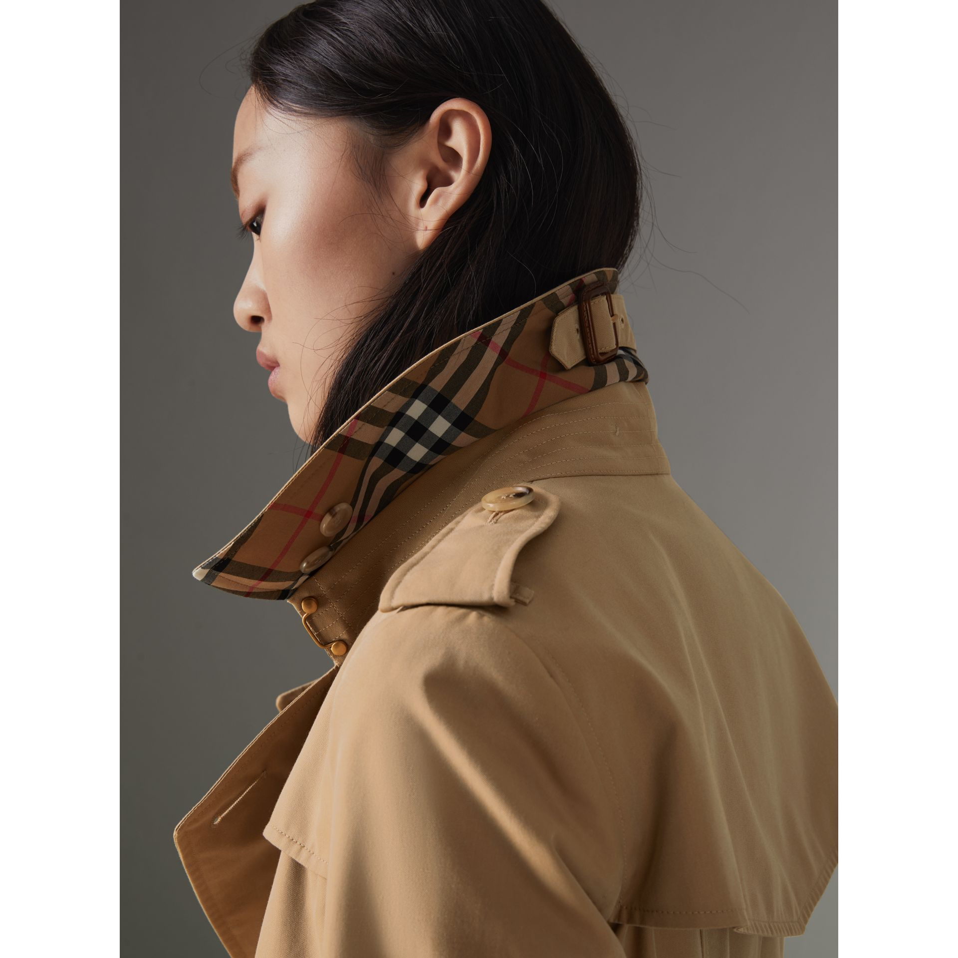 The Chelsea Heritage Trench Coat in Honey - Women | Burberry United States - gallery image 4