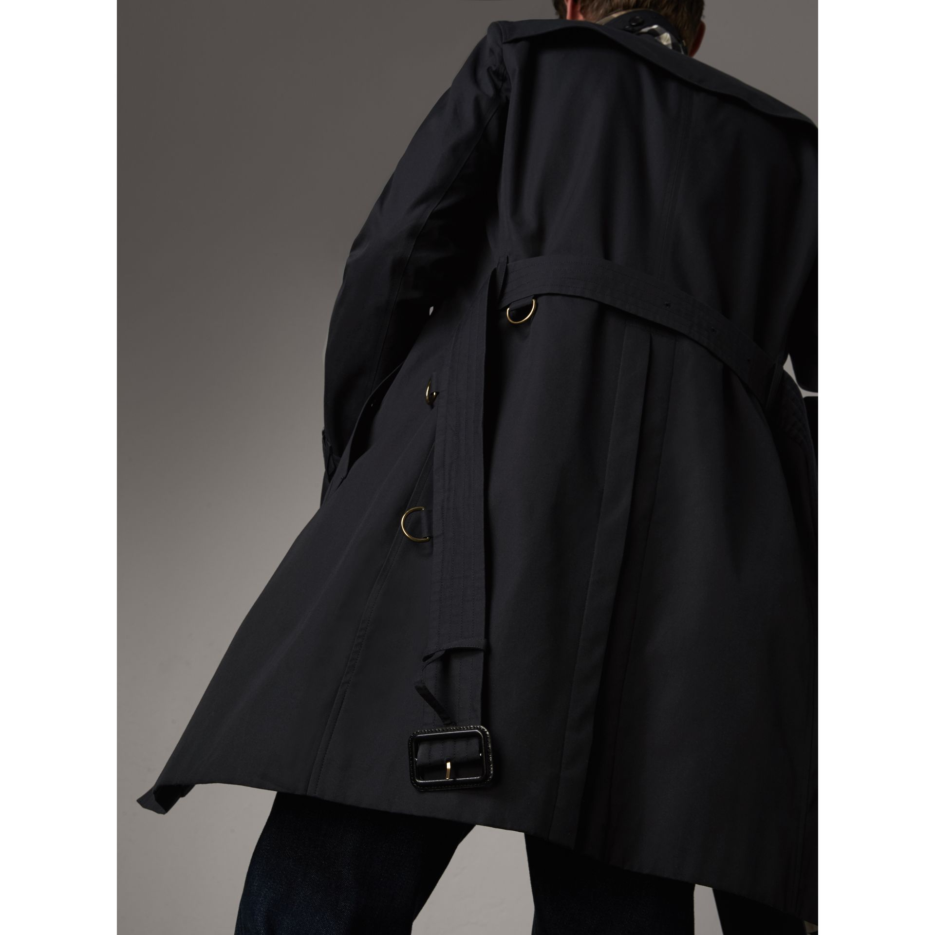 The Chelsea – Long Trench Coat in Navy - Men | Burberry Singapore - gallery image 5
