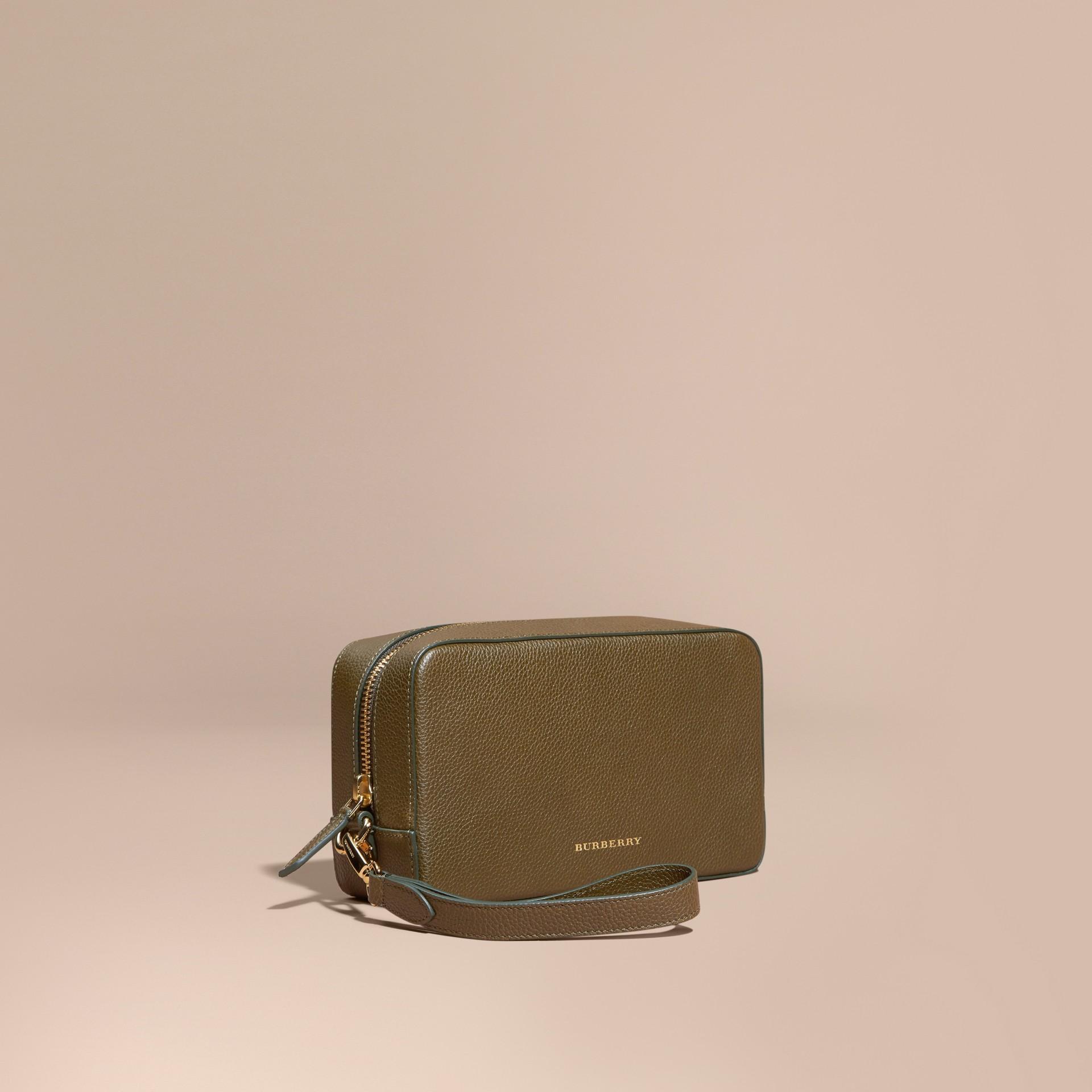 Vert olive Trousse de toilette en cuir grené Vert Olive - photo de la galerie 1