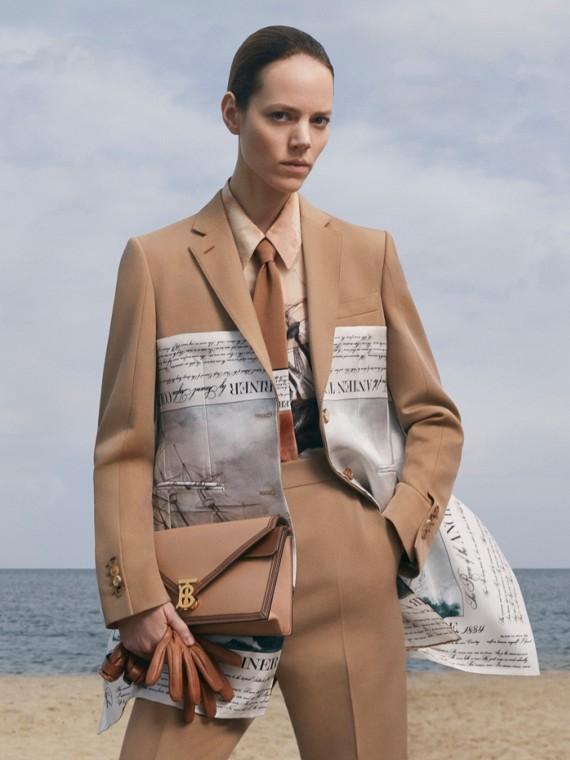 Пиджак с шелковым платком с морским принтом (Песок)
