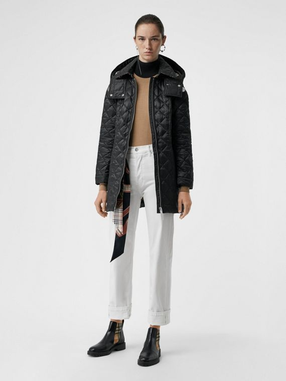 Leichter Mantel in Rautensteppung mit abnehmbarer Kapuze (Schwarz)