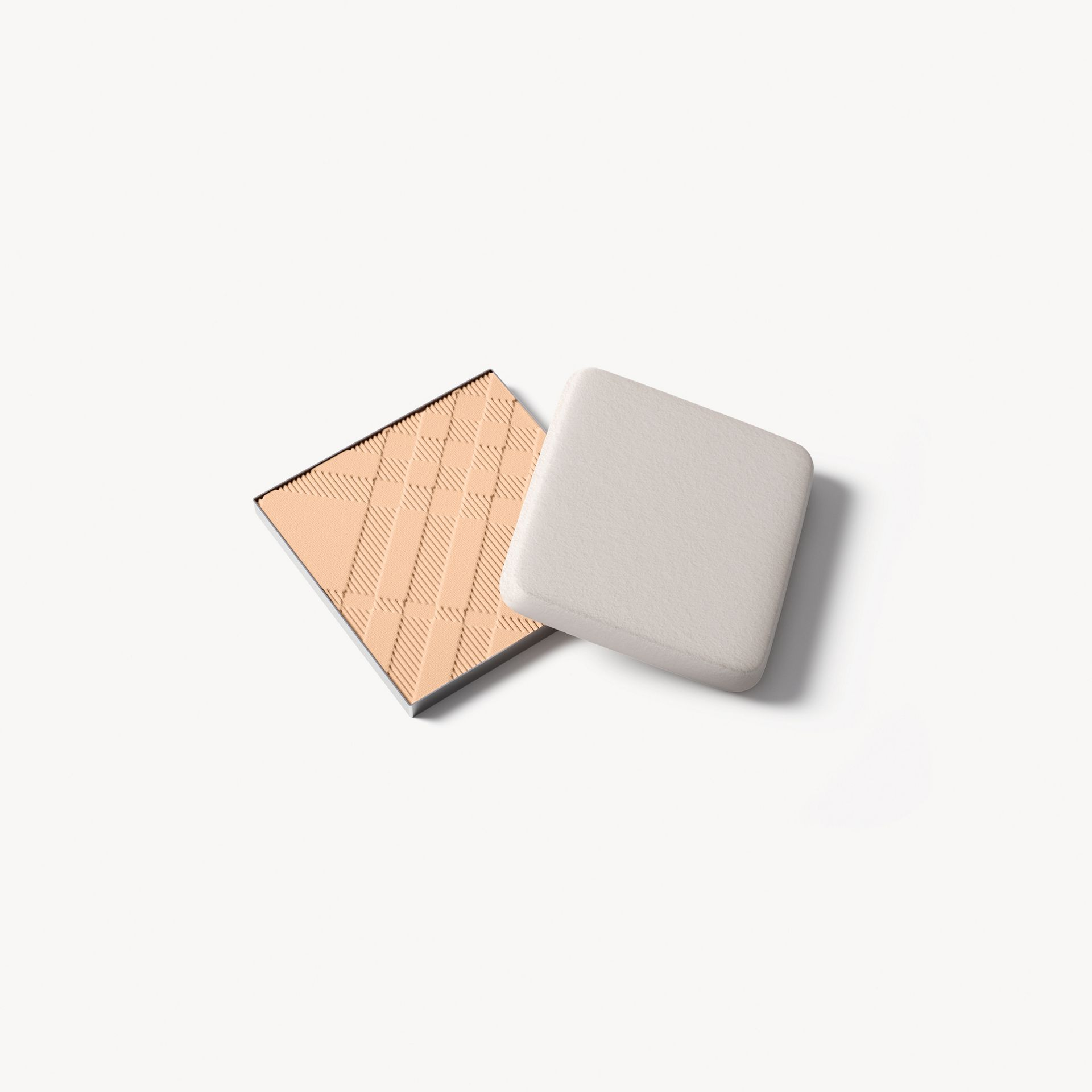 Recharge Bright Glow Compact SPF 25 PA +++ – Ochre Nude No.12 - Femme | Burberry - photo de la galerie 0